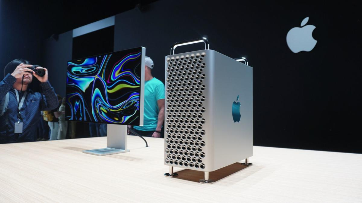 apples-new-6000-mac-pro-is-a-monster-of-a-computer-inside-an_xaye