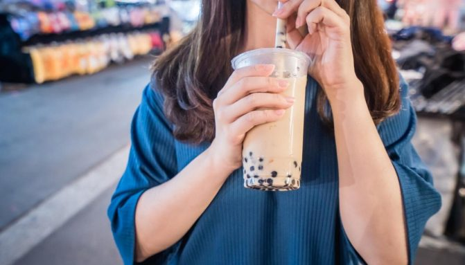 girl-sipping-bubble-tea-getty-1120-671×383