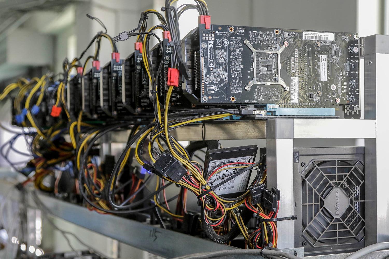 bitcoin-mining-crypto-coin-farm