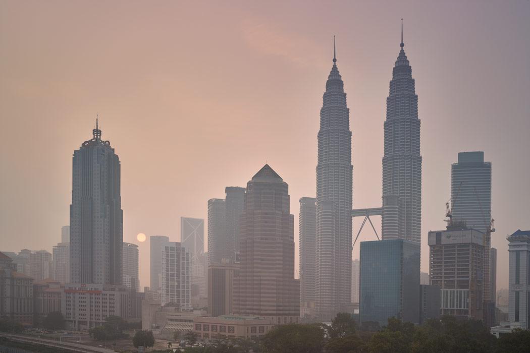 Sunrise-Smog-Haze-Pollution-Kuala-Lumpur-KL-Malaysia-October-2015-Indonesia-Fires-Smoke-Sun-Paul-Reiffer-Photographer