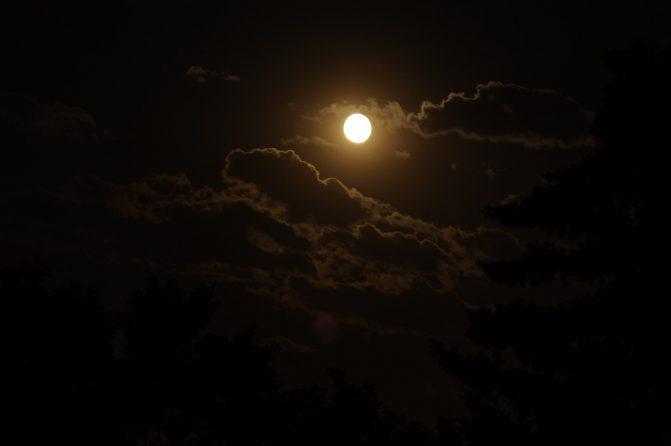 moon-671×446