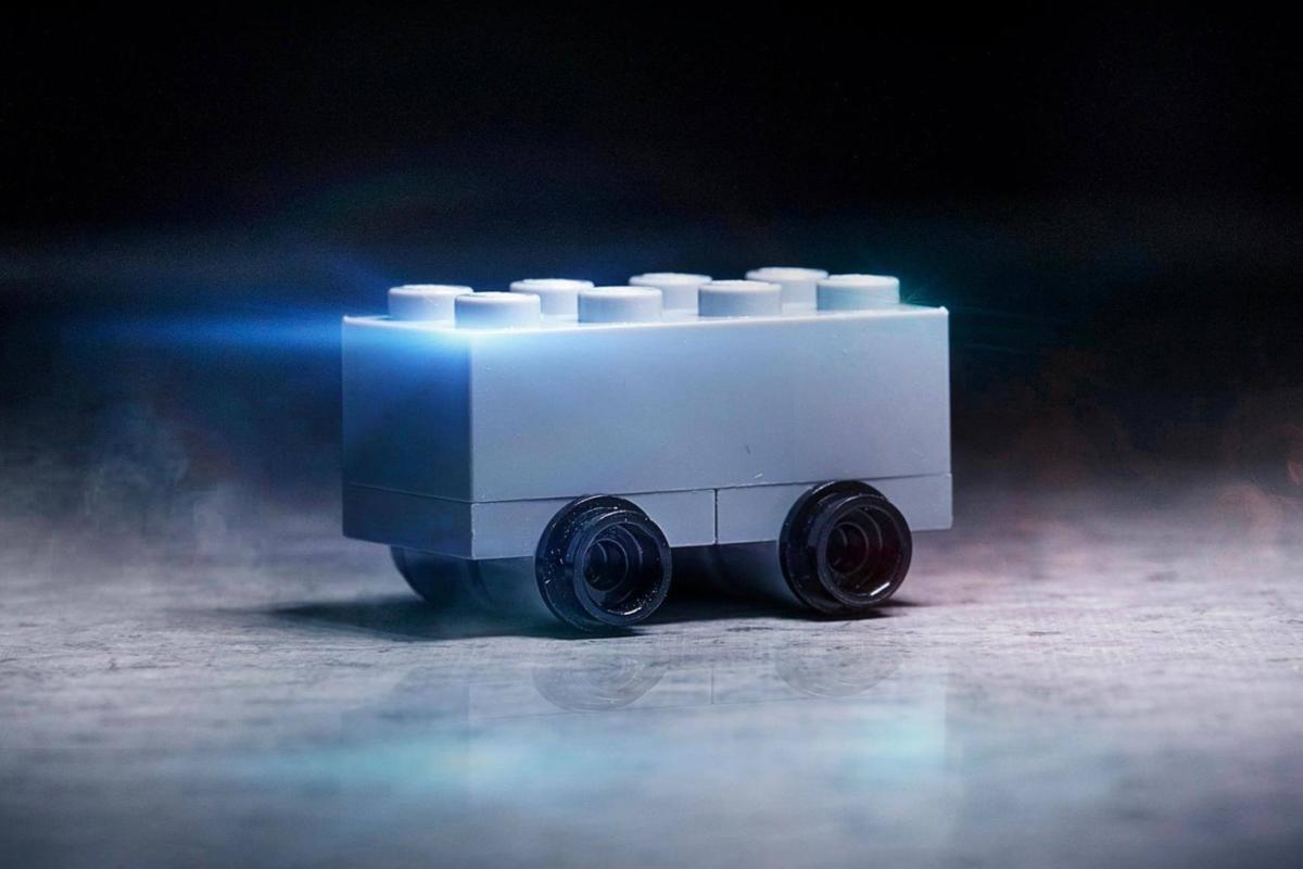 https___hypebeast.com_image_2019_11_lego-shatterproof-bricks-car-tesla-cybertruck-mocking-troll-01 (1)