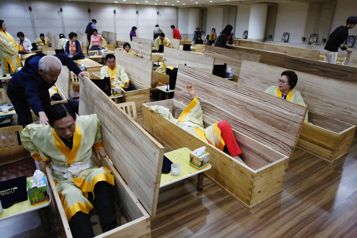 south-korea-funerals-01