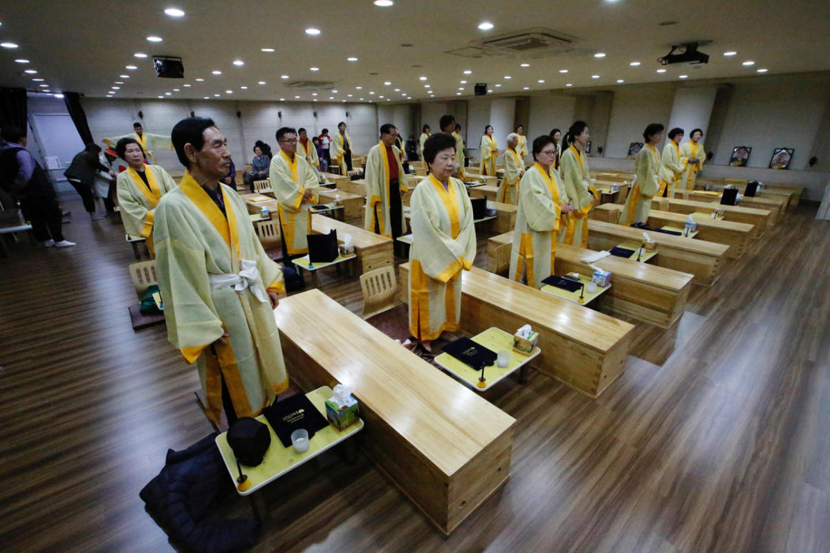 south-korea-funerals-02-1