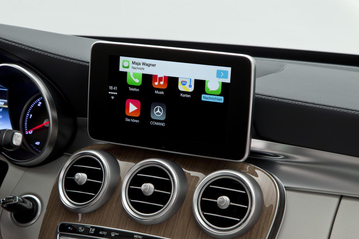 "Mercedes-Benz – Apple ""CarPlay"""