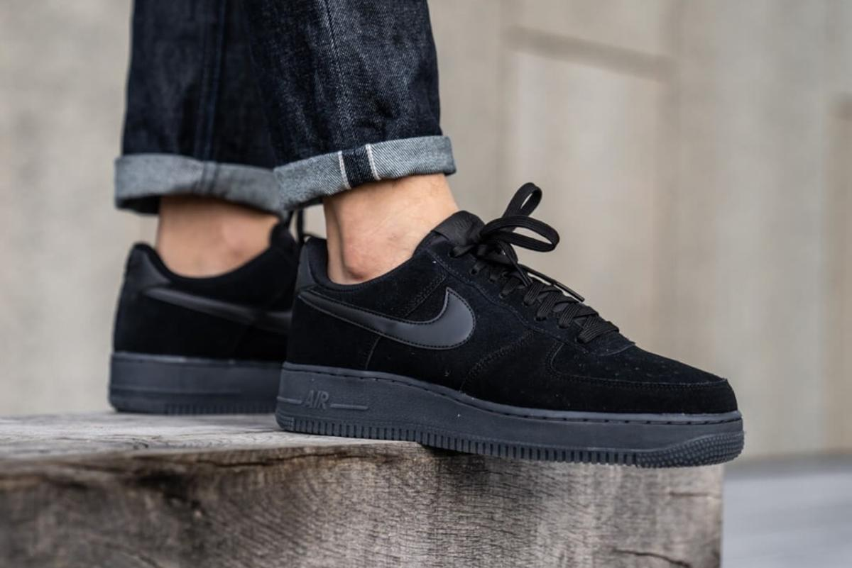 https—hypebeast.com-image-2019-12-nikes-air-force-1-07-lv8-3-black-anthracite-BQ4329-002-release-1