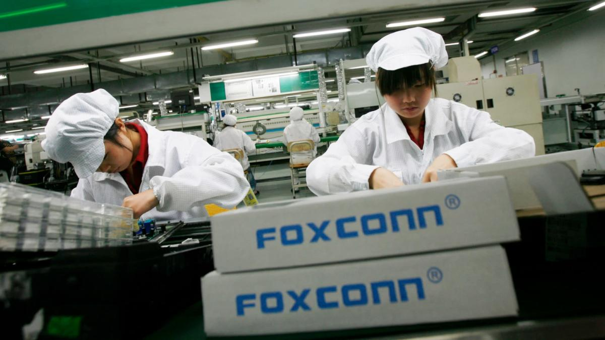 https___s3-ap-northeast-1.amazonaws.com_psh-ex-ftnikkei-3937bb4_images_2_1_5_3_16813512-1-eng-GB_R20181122 Foxconn factory_2048x1152