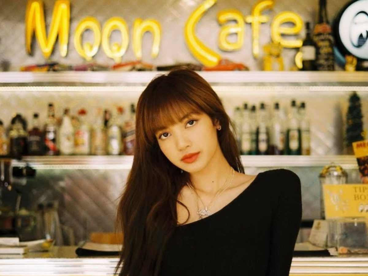 Lisa-in-MQQN-Cafe-1200×900