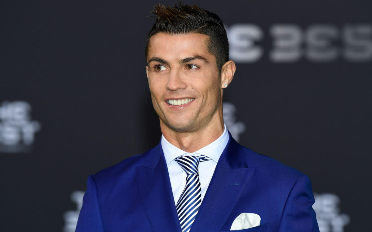blue-suit-cristiano-ronaldo-smile