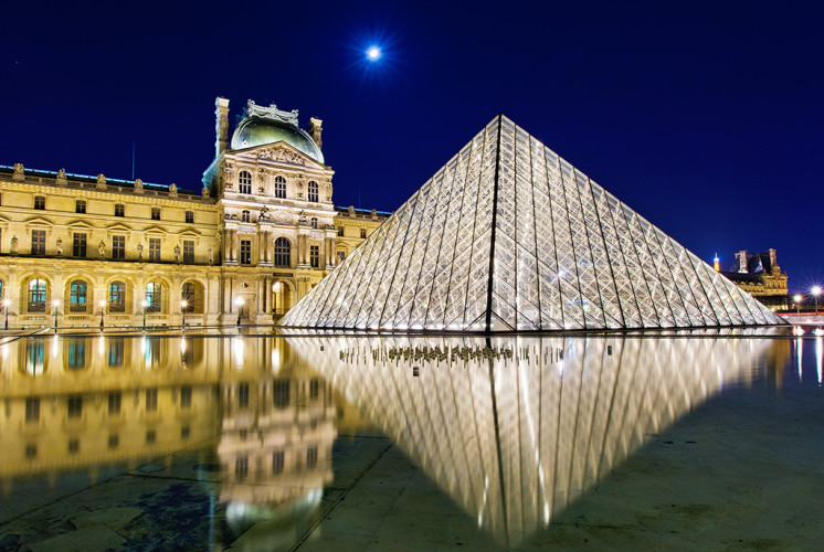louvre-museum-reflection-paris-france-bricker-746×500