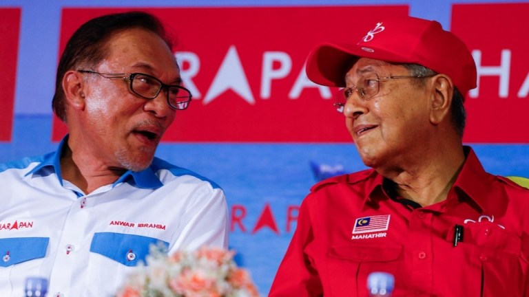 Mahathir Mohammad supports Anwar Ibrahim campaign in Malaysia