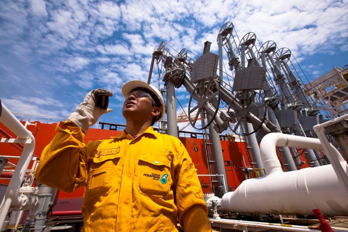 petronas-oil-and-gas-1