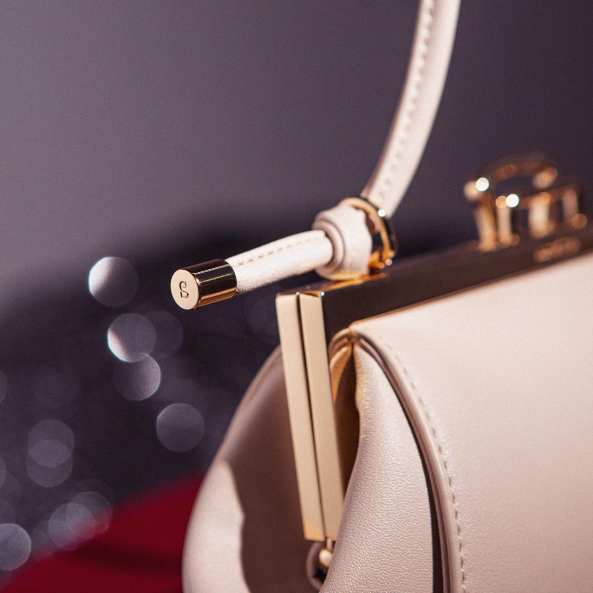 Close up of the Lofarclutch new features, knotted and flexible strap