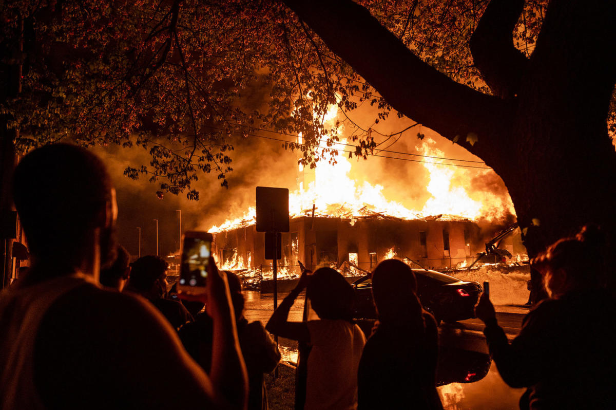 fire-gettyimages-1215809390_custom-e7fd5ee77591cf558fa37dc7ebba32d21922c56f-s1500-c85