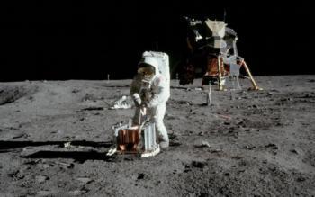 outer space nasa astronauts space suit apollo 11 lunar lander moon landing 1920×1200 wallpaper_www.miscellaneoushi.com_25