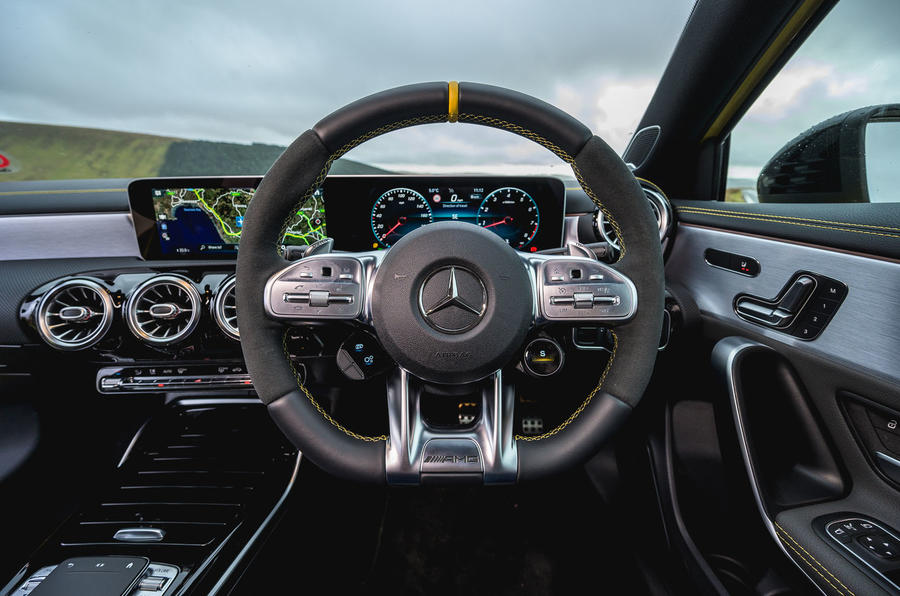 14-mercedes-amg-a45s-2020-rt-steering-wheel