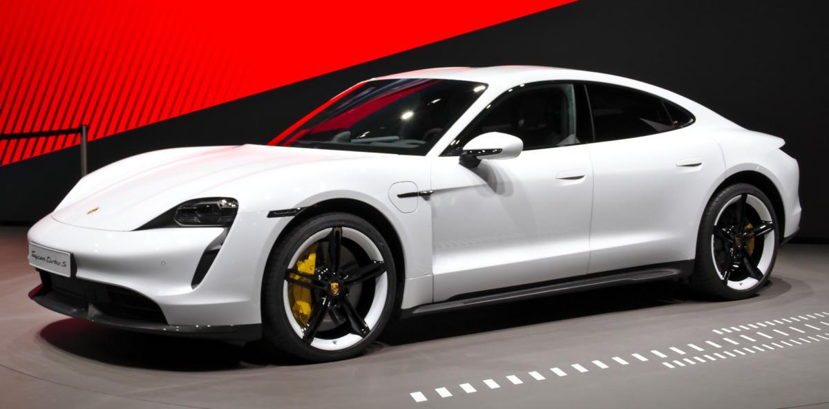 Porsche_Taycan_at_IAA_2019_IMG_0786