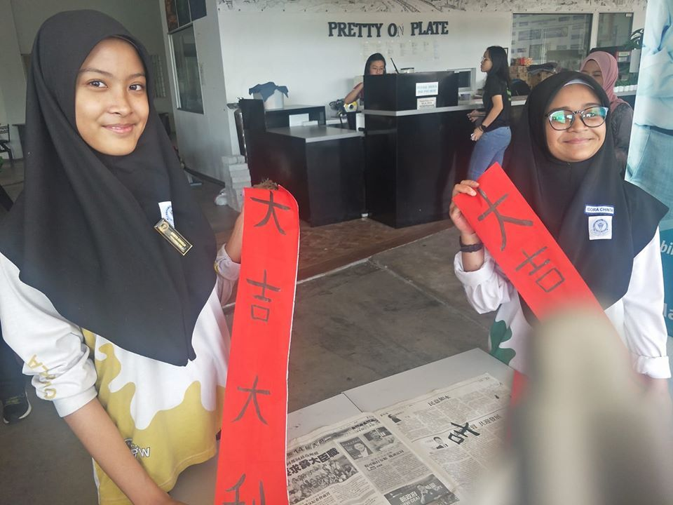 malay-students-skillful-at-chinese-calligraphy