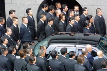 yakuza suits