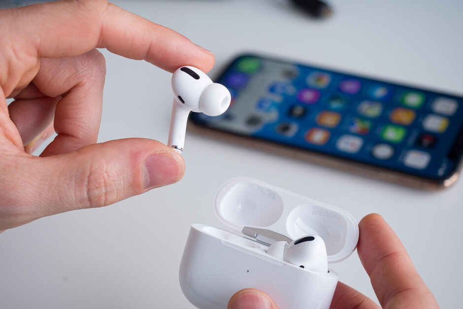 Apple-to-launch-AirPods-3-in-early-2021-with-AirPods-Pro-like-design