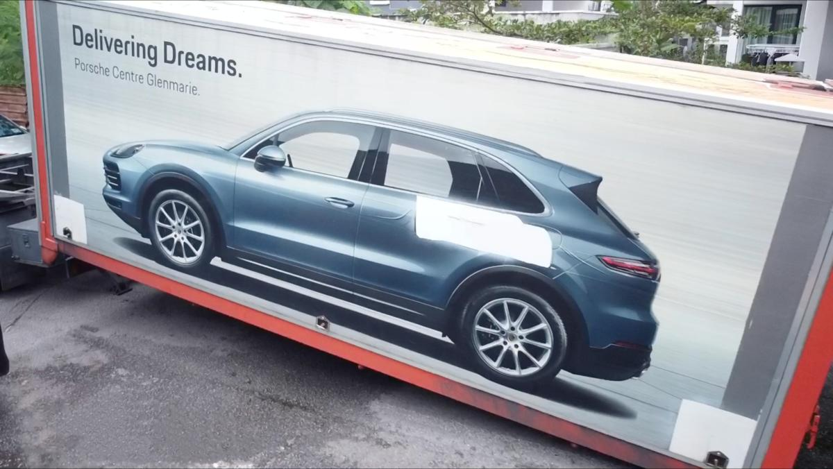 vocket-delivery-day-porsche-cayenne-header