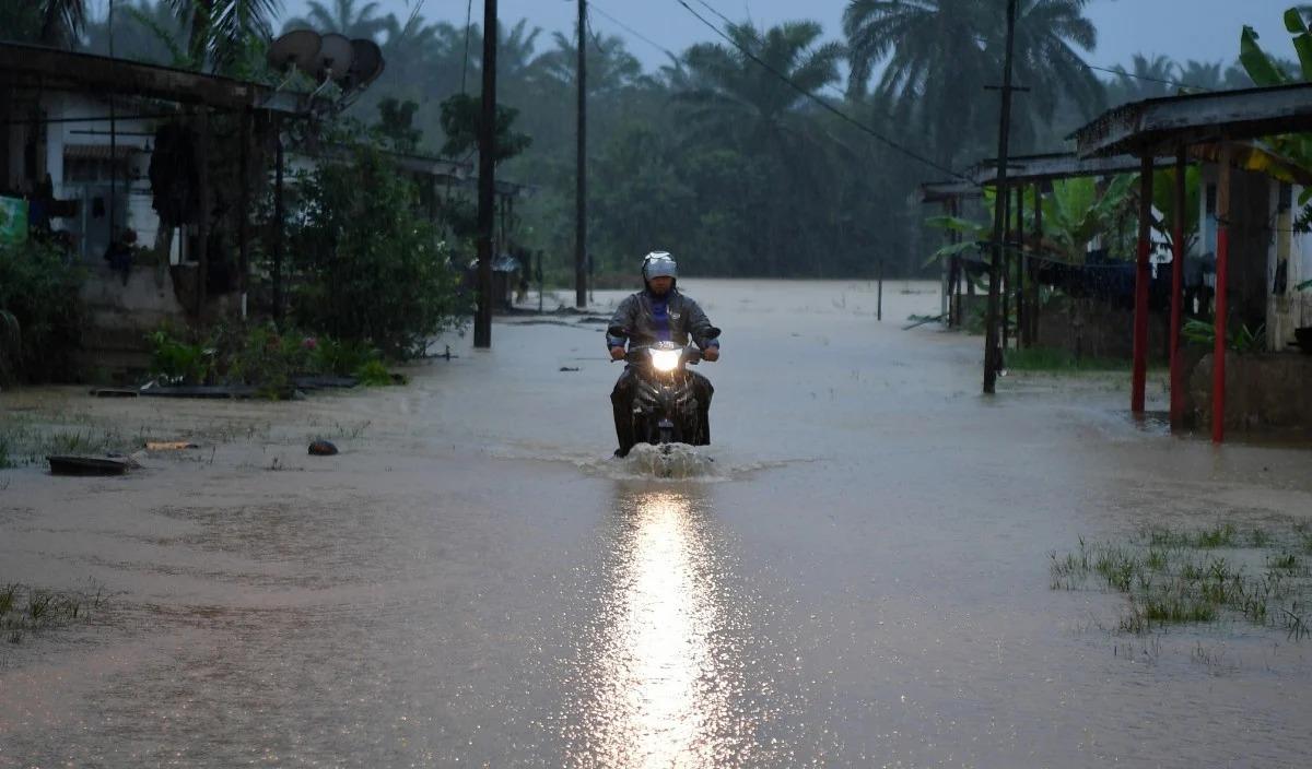 vocket-tidak-boleh-redah-banjir-motosikal