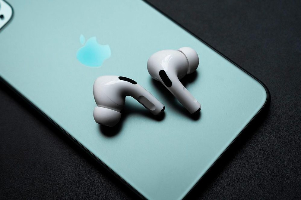 https___hypebeast.com_image_2021_02_third-generation-airpods-case-leaked-image-info-001 (1)