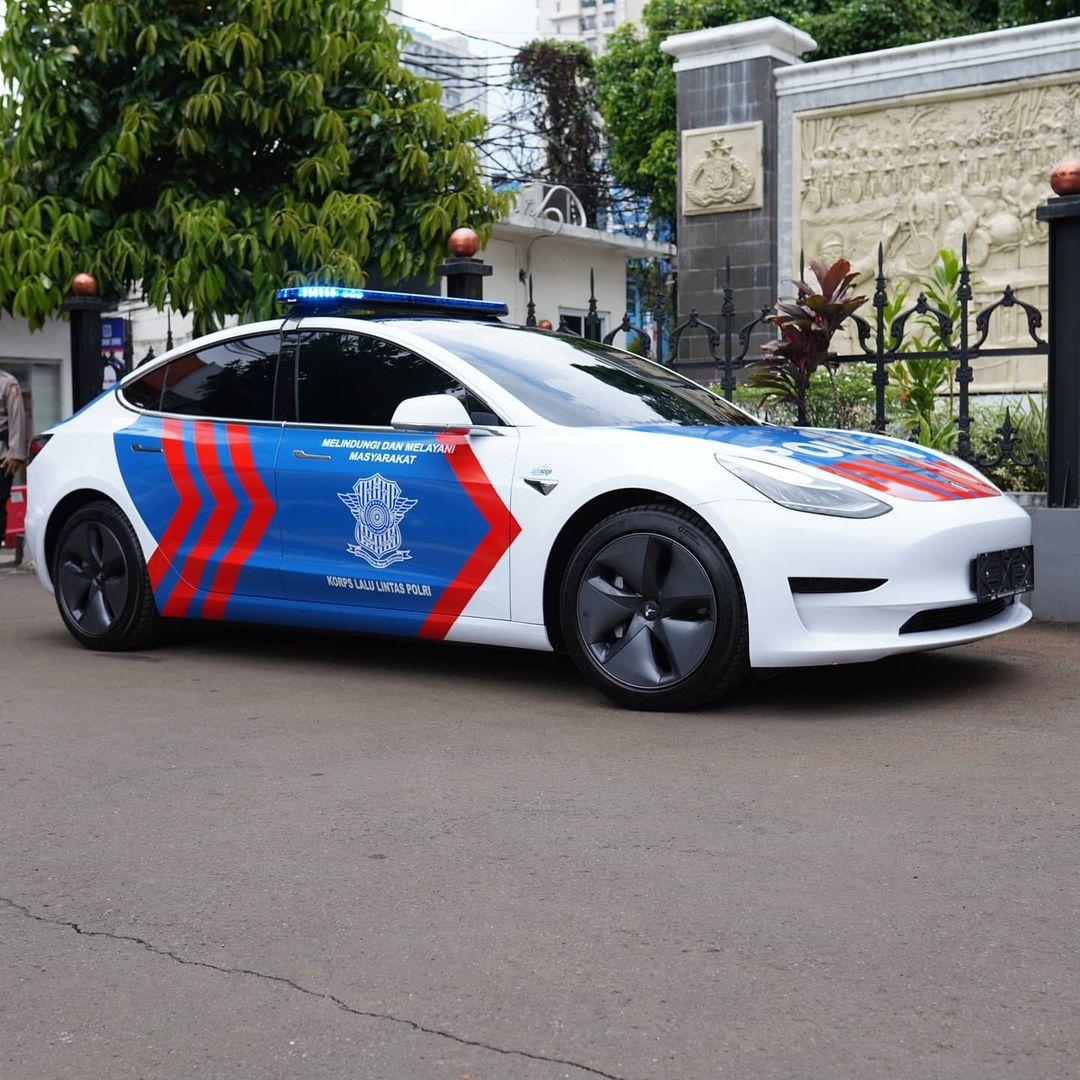 vocket-polis-indonesia-kereta-elektrik-2