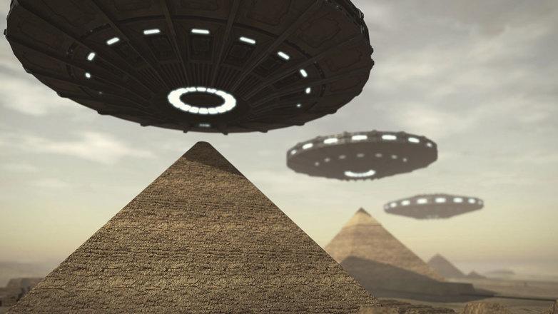 45-Aliens-over-Egypt_c1qp3e