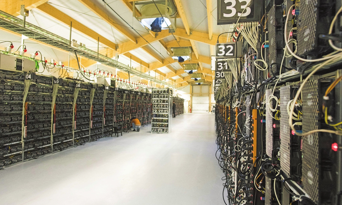 ICELAND-SCIENCE-FOREX-COMPUTERS