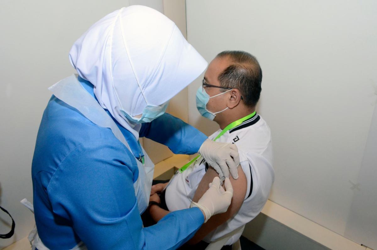 YB-Timbalan-Menteri-MOSTI-melengkapkan-suntikan-dos-kedua-vaksin-COVID-19-2