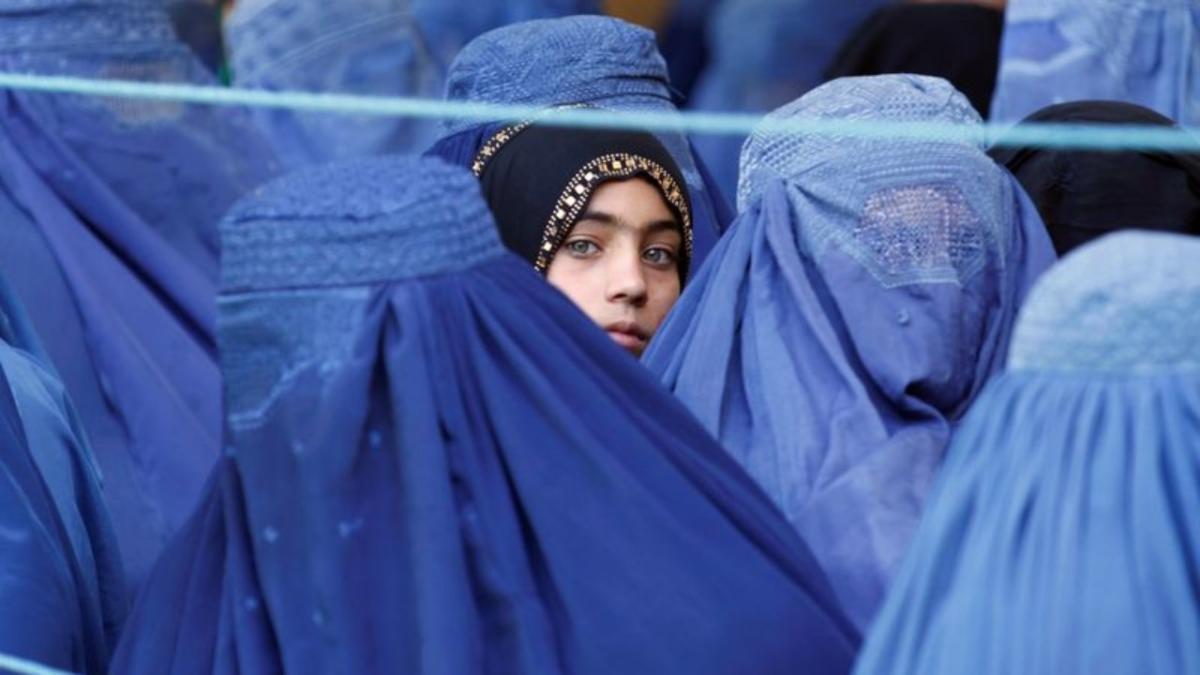 Wanita Afghanistan Mula Borong Burqa, Harga Naik Hingga 10 Kali Ganda