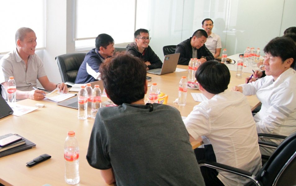 Rapat Shin Tae-yong dan staf bersama PSSI. (Foto: PSSI).